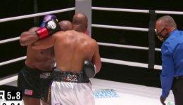 0_Mike-Tyson-v-Roy-Jones-Jr.jpg
